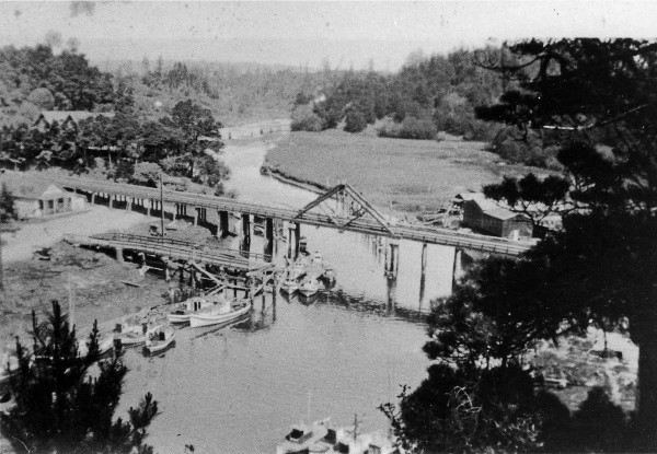1930 aerial picture showing the third A-Frame bridge across the Noyo River.