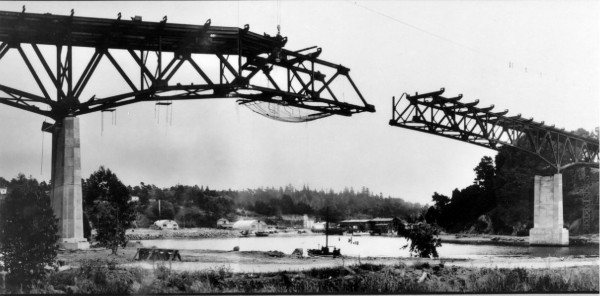 1947 – The fourth bridge across the Noyo River being built