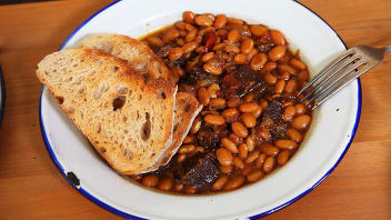 Baked beans with black pudding