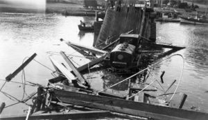 1924 Photo of wrecked second Noyo Bridge with gas tanker in water