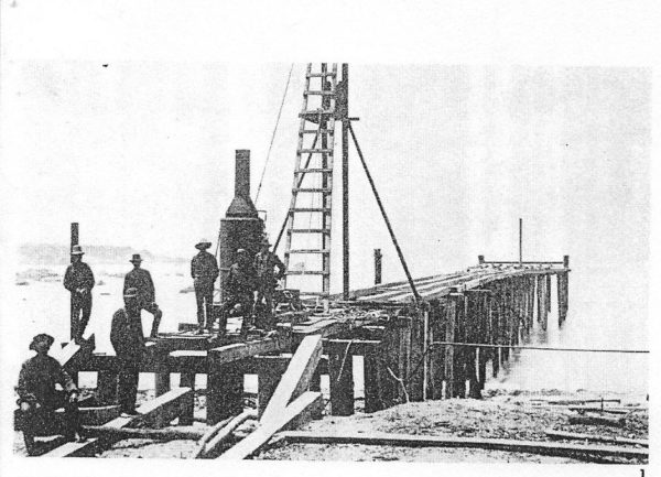 Crew building the pier inn 1884