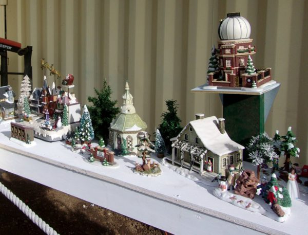 Middle section of the Holiday Diorama